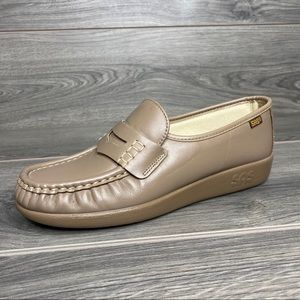 SAS Comfort Leather Nude Loafers Women's size 7N